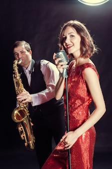 Chanteuse et saxophoniste