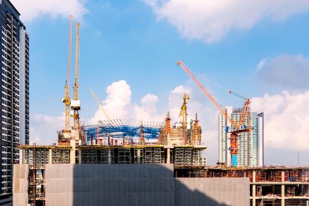 Chantier de construction opérant au début d'un nouveau bâtiment