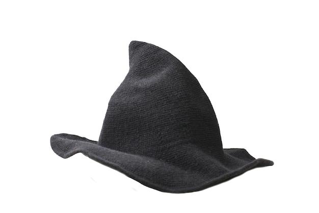 Chapeau de laine de sorcière isolé sur fond blanc. tissu d'halloween.