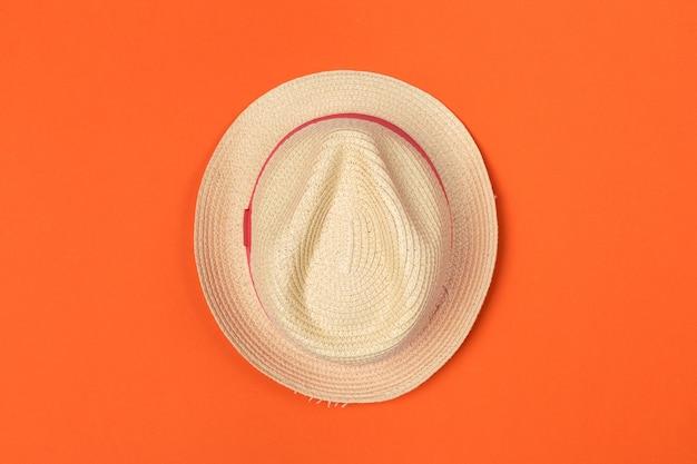 Chapeau de soleil sur la couleur,