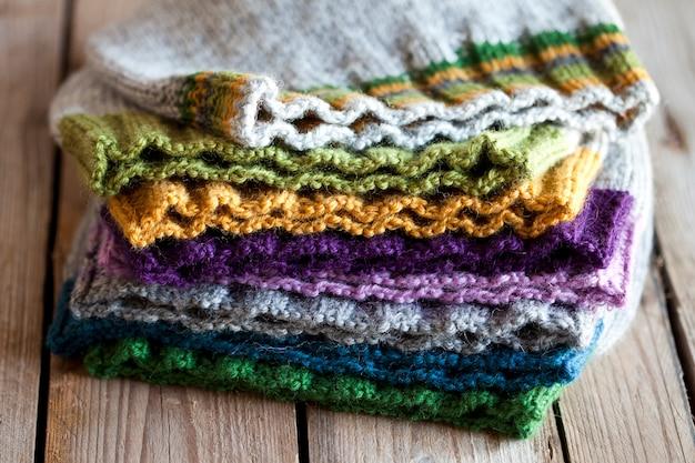 Chapeaux tricotés multicolores