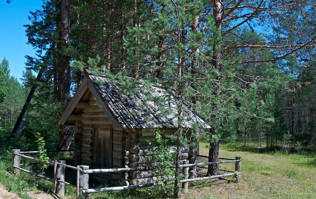 Chapelle en bois de kirik et ulitka, kenozerye. région d'arkhangelsk, russie