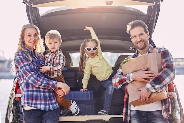 Chaque jour, nous effectuons des dépôts dans les banques de mémoire de nos enfants, la famille se tient à proximité