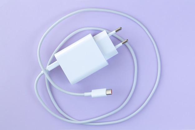 Chargeur de téléphone portable pour une charge rapide via la vue de dessus du câble usb
