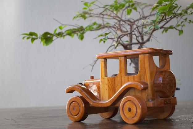 Chariot en bois sous le sapin