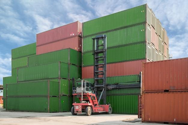 Chariot élévateur, chargement, boîte conteneur, à, dépôt conteneur