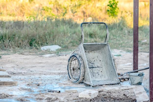 Chariot de mélange de ciment en chantier