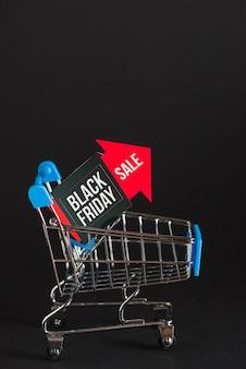 Chariot de supermarché avec flèche de vente