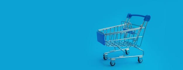 Chariot de supermarché isolé