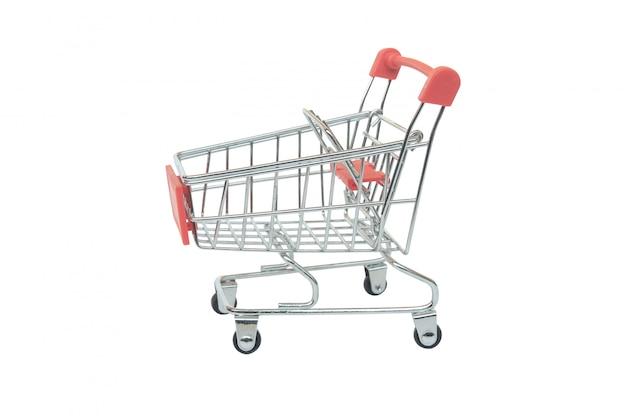 Chariot de supermarché rouge isolé sur blanc