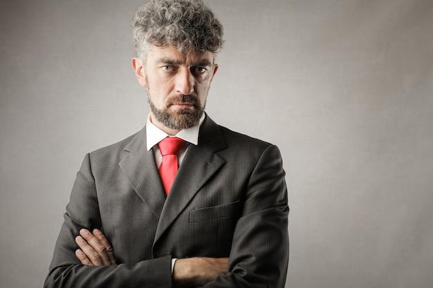 Charmant homme d'affaires sérieux