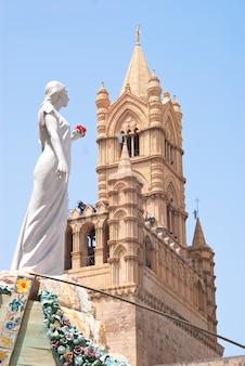 Charrette de santa rosalia dans la cathédrale de palerme