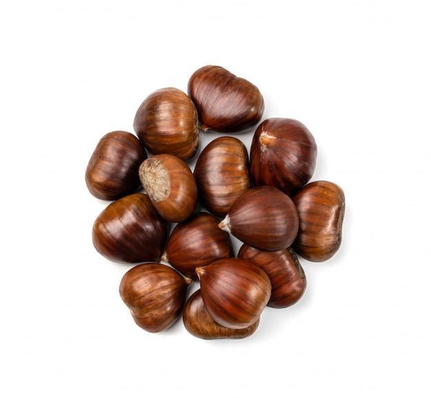 Châtaignes comestibles, aliments sains pour l'automne et noël