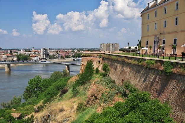 Château dans la ville triste de novi, serbie