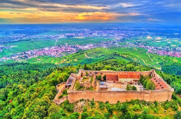 Le château du hohlandsbourg, un château près de colmar dans le département du haut-rhin en france
