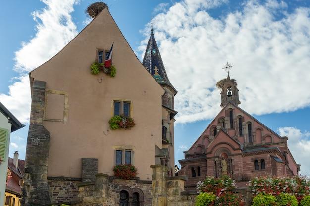Château et église st léon à eguisheim dans le haut-rhin alsace france