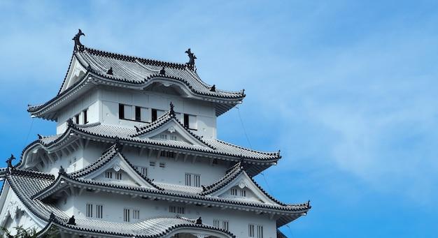 Château de himeji patrimoine mondial de la ville de hyogo au japon et ont une couleur blanche et un fond de ciel bleu.