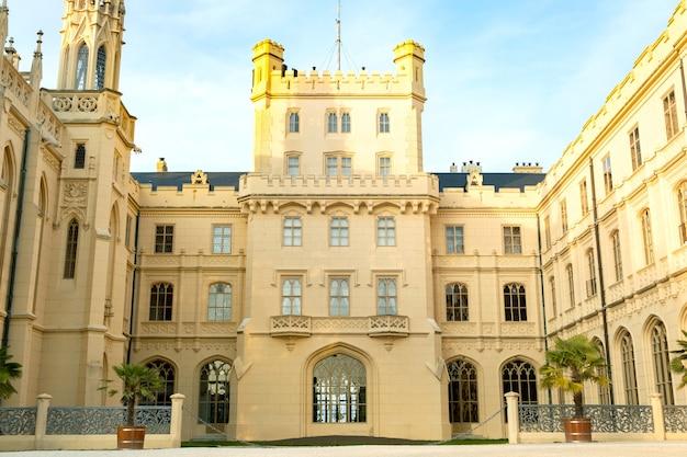 Château de lednice château en moravie, république tchèque. patrimoine mondial de l'unesco.