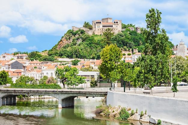 Le château de leiria est un château de la ville de leiria au portugal