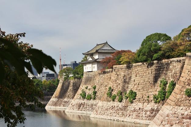 Le château médiéval à l'automne, osaka, japon