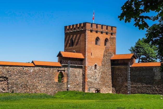 Château de medininkai, un château médiéval dans le district de vilnius, en lituanie.