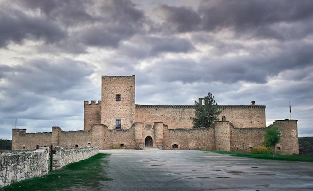 Château de pedraza à ségovie, castille et leon, ancien bâtiment médiéval