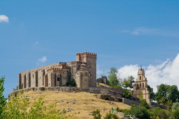 Château qui élève la ville d'aracena, située dans la chaîne de montagnes du même nom.