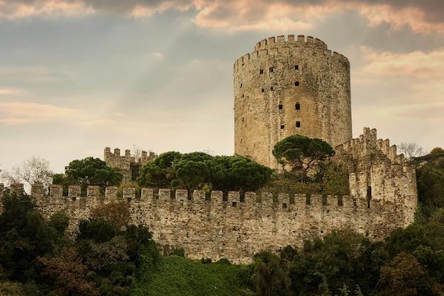 Château rumelian dans la côte du détroit du bosphore de la ville d'istanbul, turquie