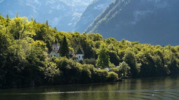 Château schloss sur les rives du lac hallstatt