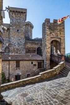 Le château de la vieille ville de bolsena, ancien village au bord du lac du même nom