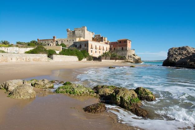 Châteaux siciliens. château de falconara, sutera