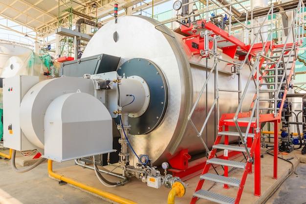 Chaudières à gaz dans une chaufferie à gaz pour la production de vapeur