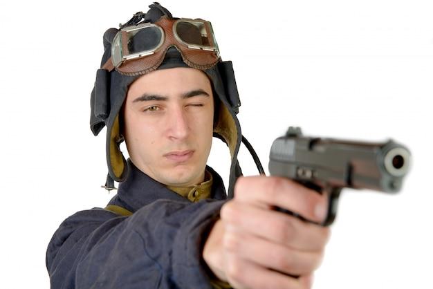 Chauffeur de char soviétique avec une arme de poing