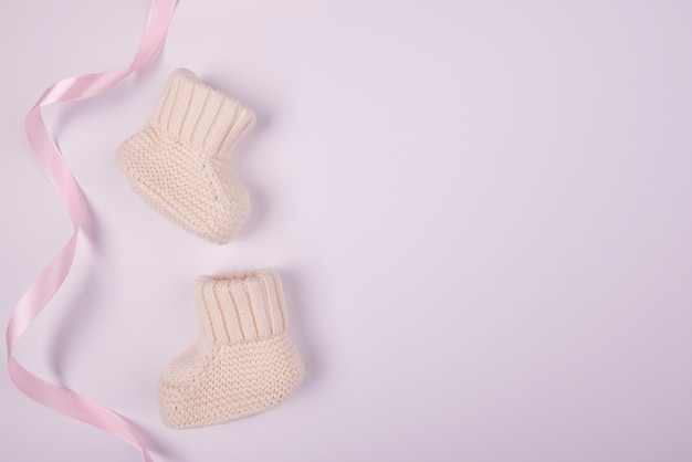 Chaussettes bébé avec ruban rose à plat