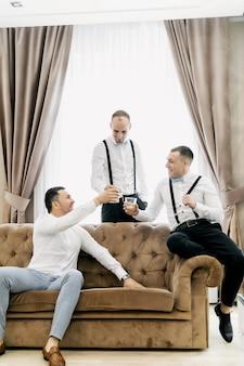 Chaussettes colorées drôles de garçons d'honneur