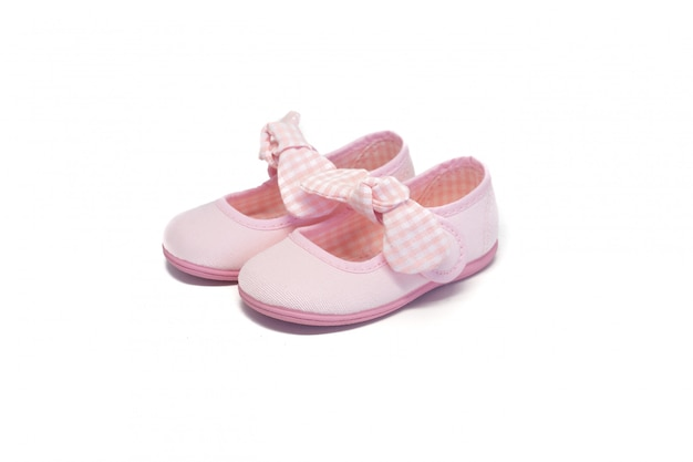 Chaussure fille rose sur fond blanc