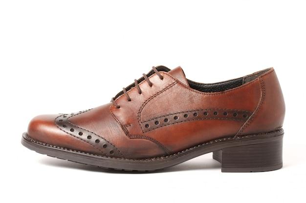 Chaussure marron isolé sur blanc