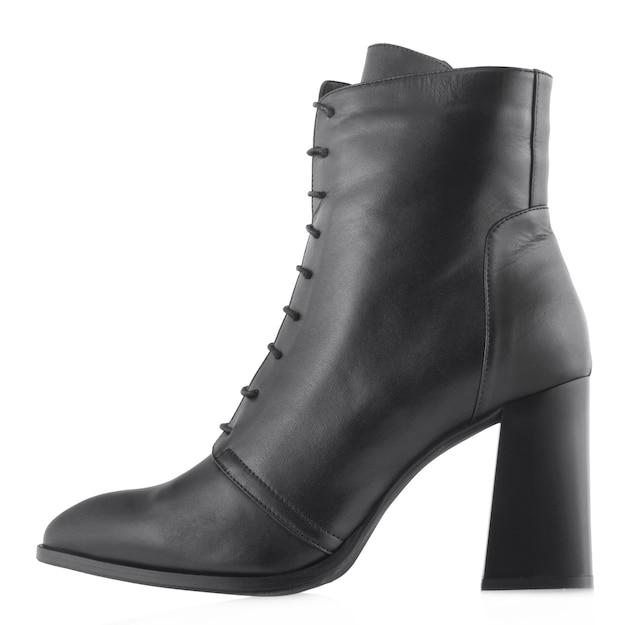 Chaussures basses en cuir pour femmes isolés sur fond blanc