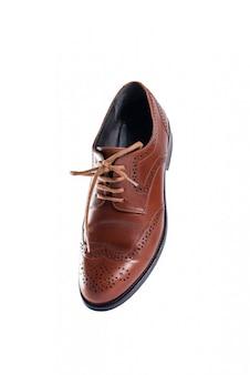 Chaussures en cuir marron en perspective et isolé sur blanc