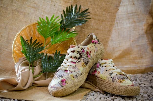 Chaussures décontractées et d'été pour femmes, vibes tropicales.