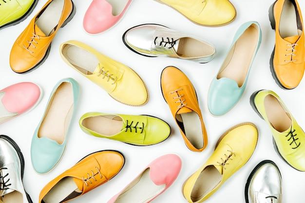 Chaussures élégantes pour femmes de printemps ou d'automne dans diverses couleurs concept de beauté et de mode