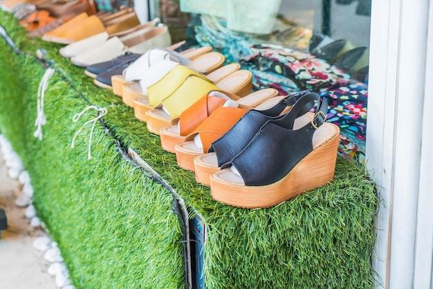 Chaussures sur étagère