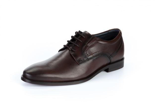 Chaussures formelles en cuir brun isolés sur blanc