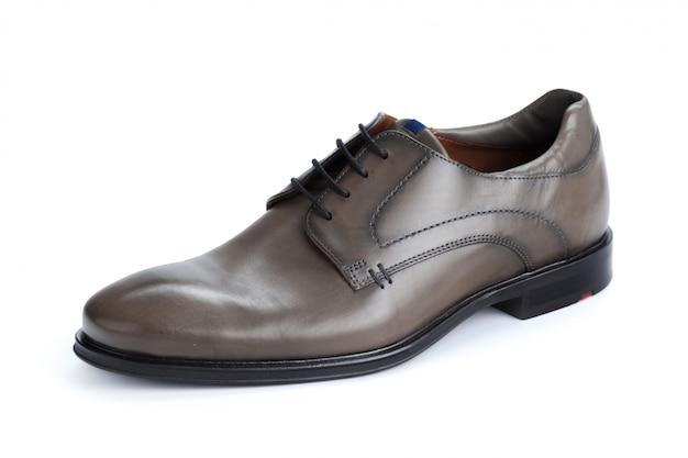 Chaussures formelles en cuir marron isolés