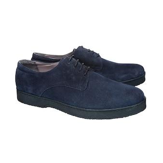 Chaussures homme bleu nubuck avec lacets isolés sur surface blanche