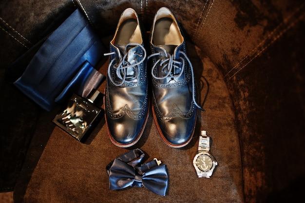Chaussures de mariage pour hommes élégants au marié matin.