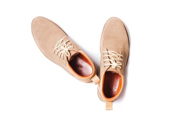 Chaussures de mode de l'homme brun isolés sur fond blanc
