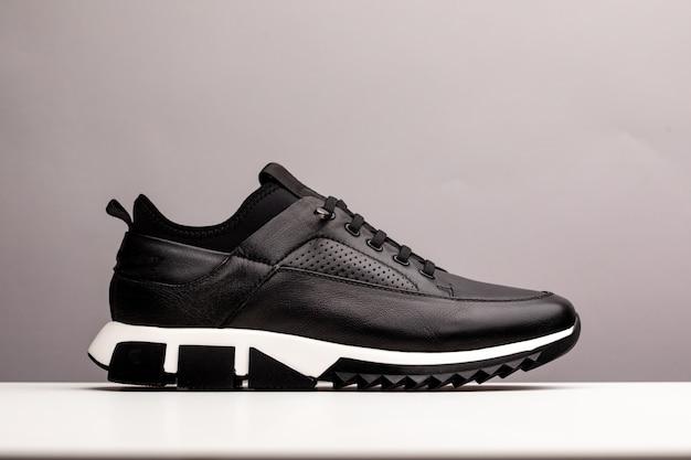 Chaussures neuves noires sans marque