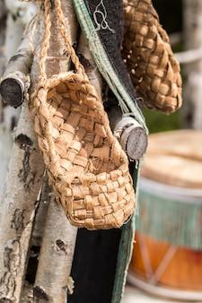 Les chaussures en osier de la population rurale de la russie