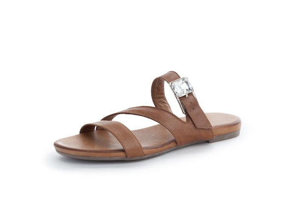 Chaussures plates d'été pour femmes isolés sur fond blanc